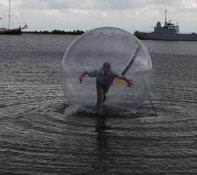 Waterbal lopen Hoorn